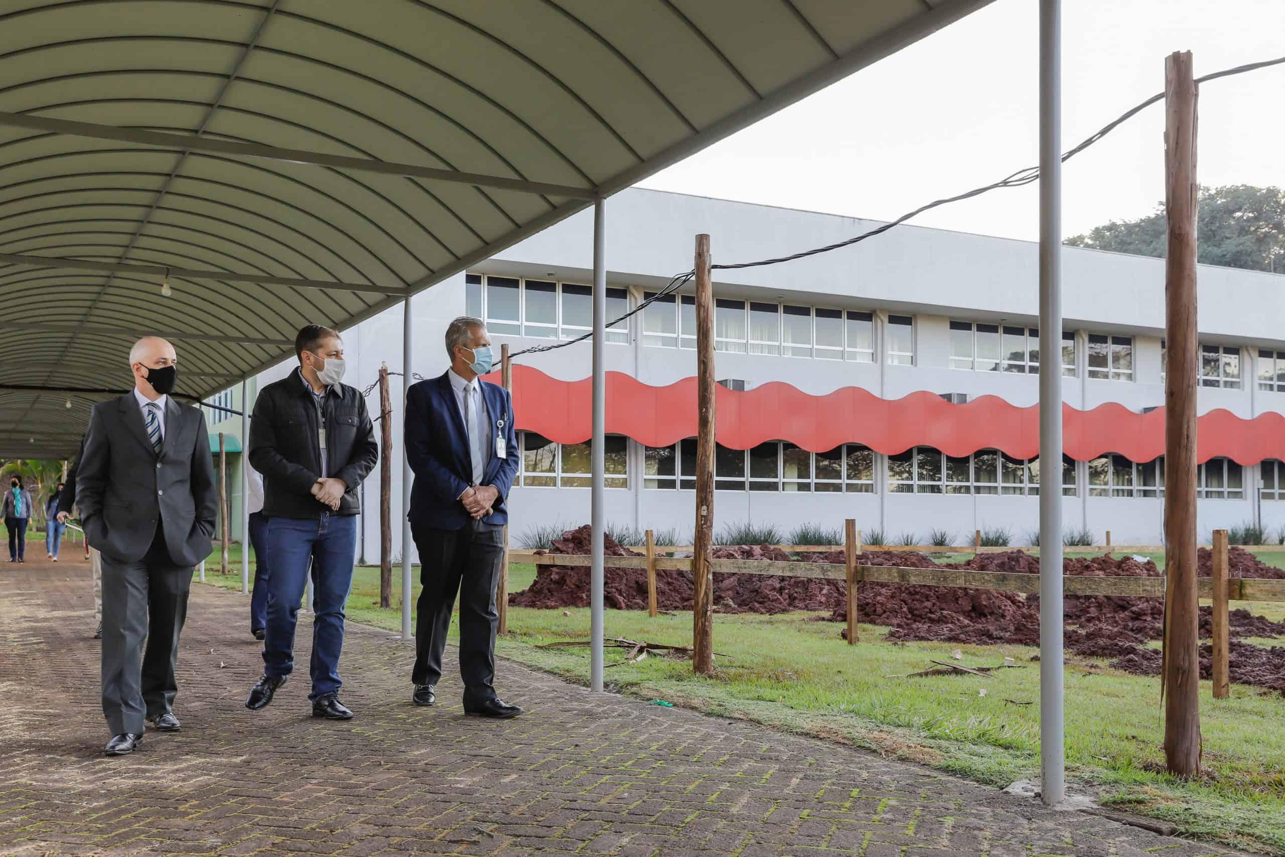 Diretores do PTI, Flaviano e General Garrido visitam estruturas do IFPR. foto Kiko Sierich